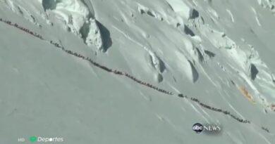 Difunden video de más de 200 personas subiendo juntas el Everest