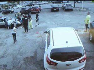 Mujer atropella a dos niños por tomarse fotos mientras conducía