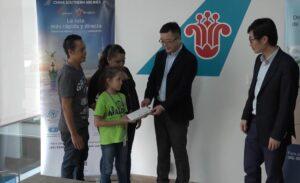 Aerolínea china paga viaje a niña mexicana para que participe en concurso de aritmética