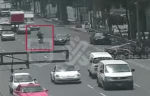 Cámaras de seguridad graban persecución de tres presuntos ladrones en la CDMX