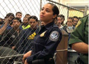 Agente fronteriza de Texas causa polémica en redes sociales