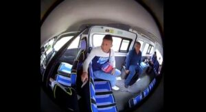 Ladrón se hace pasar por pasajero para asalta a usuarios de combi en Edomex