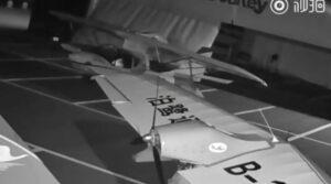 Niño roba dos hidroaviones tras aprender sólo viendo a los técnicos