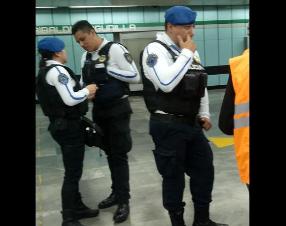 Denuncian a policías del Metro por extorsionar a un joven; lo acusaban de vender droga