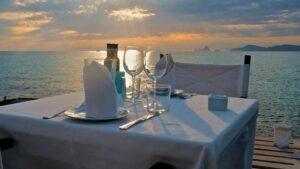 Hombre consume más de 8 mil pesos en un restaurante y lo detienen por no tener dinero para pagar