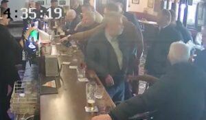 McGregor golpeó a un hombre por negarse a beber de su marca de Whisky; la víctima exige justicia