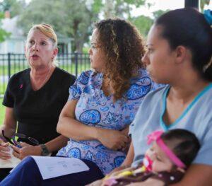 Empleadas de una clínica de salud en Florida denuncian que les prohíben hablar español