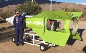 Terraplanista quiere viajar al espacio en un cohete casero para comprobar su teoría