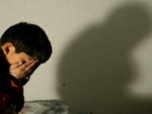 Una niñera es acusada de abusar sexualmente de dos niños en Colombia