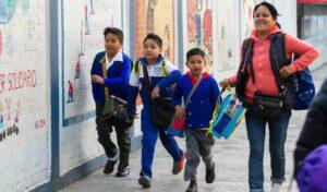 Gobierno de la CDMX dará becas mensuales de 330 pesos a estudiantes de nivel básico