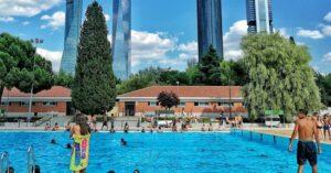 Se hace popular un supuesto reto que consiste en defecar en piscinas públicas de España