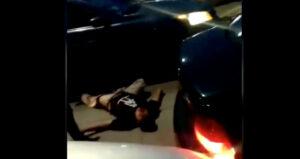Hombres golpean a un joven que intentaba escapar de un choque en Puebla