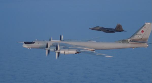 Aviones de combate de EU interceptan bombarderos rusos frente a las costas de Alaska