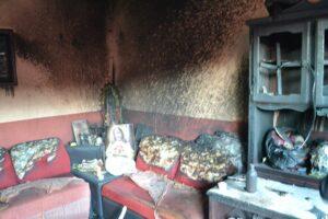 Hombre quema casa de su expareja con ella y sus hijos adentro