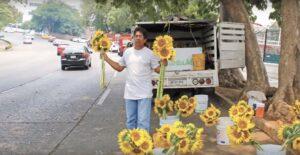 De chófer de AMLO a vendedor de flores, así es la historia de Don Gelo