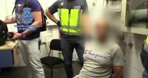 En España detienen a hombre que grababa debajo de la falda a mujeres
