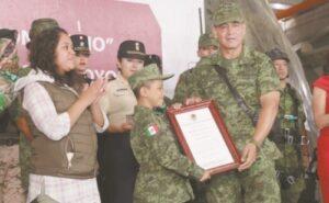 La Sedena nombra soldado honorario a Kevin, un niño con cáncer