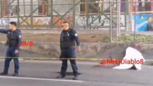 Delincuente se salva de ser linchado y muere atropellado en Neza