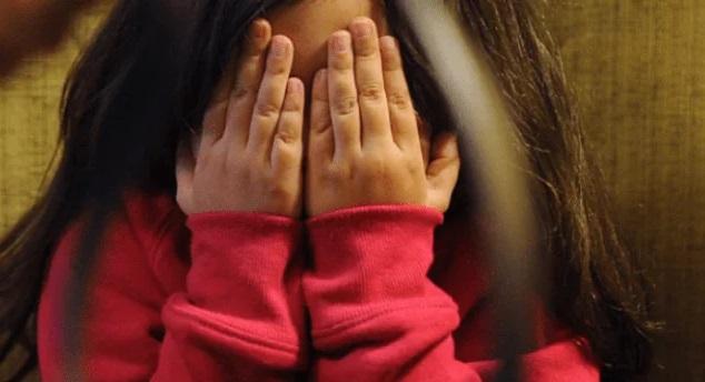 Dos hermanos violan y asesinan a una niña de seis años