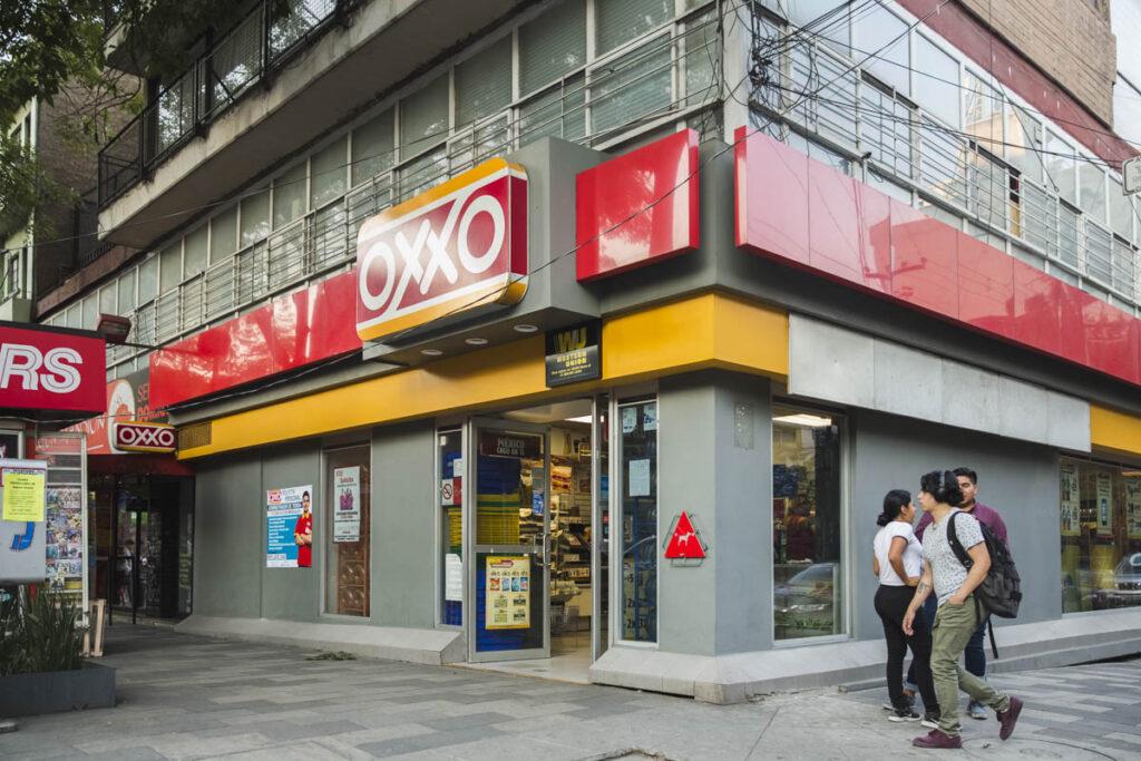 Oxxo llega a Brasil; Femsa crea alianza con Raízen Conveniências