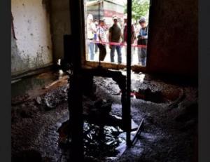 Hacen pozo para buscar agua y por accidente descubren petróleo en Tabasco