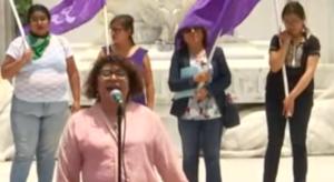 Mujeres protestan por segundo día contra la violencia de género, ahora en el Hemiciclo a Juárez