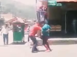 Dos hombres pelean por celos y se matan a puñaladas