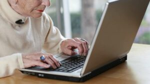 Una mujer deberá indemnizar a su exyerno por insultarlo en redes sociales