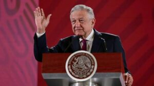 AMLO reitera que no se reelegirá, como pidió diputado en Tabasco