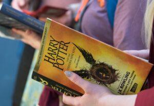 """Escuela religiosa prohíbe libros de Harry Potter por tener """"hechizos reales"""""""