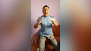 Pastor hondureño sacrifica una chiva en pleno sermón religioso