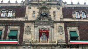 Gobierno gasta medio millón de pesos en arreglar balcón presidencial