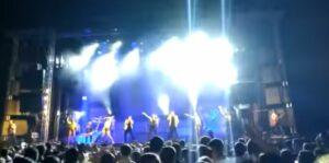 Bailarina muere en pleno escenario tras sufrir un accidente con pirotecnia