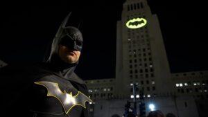 """Torre Reforma proyectará la """"Batiseñal"""" para celebrar el 80 aniversario de Batman"""