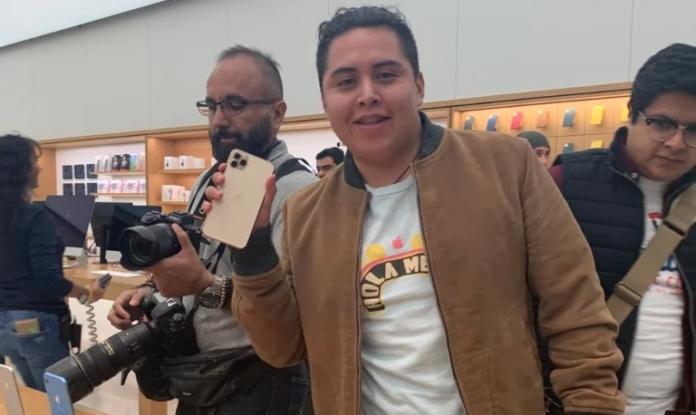 Arturo Delgado es el primer mexicano en comprar el nuevo iPhone 11