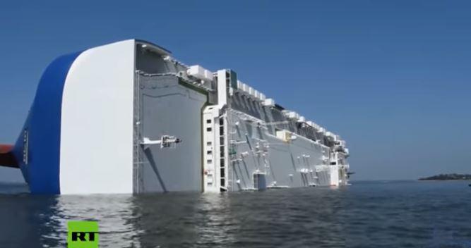 Buque cae al mar con 4 mil autos Hyundai y Kia tras salir de un puerto en Georgia