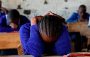 Adolescente se suicida tras ser humillada en su escuela por una mancha de menstruación
