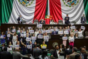 Diputados aprueban leyes educativas; la CNTE podrá decidir sobre plazas de docentes