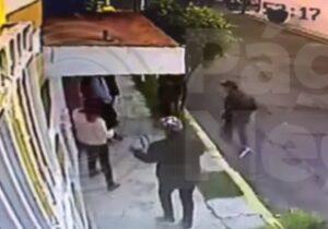 Sujetos armados asaltan en 20 segundos a estudiantes afuera de una escuela