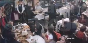 Dos sujetos asaltan a comensales de un restaurante en Puebla