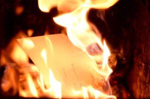 Joven incendia su departamento cuando intentaba quemar las cartas de su ex novio