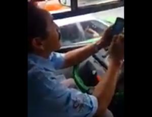 Exhiben a chofer que se niega a conducir porque un pasajero abordó con su mascota