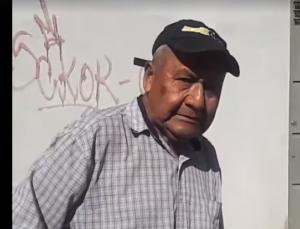 Un hombre se hace viral en redes sociales por regalar dinero a gente pobre en Oaxaca