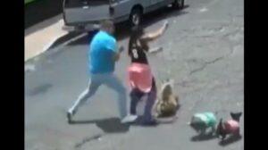 Sujeto empuja y derriba a una mujer que paseaba a su perro en la CDMX