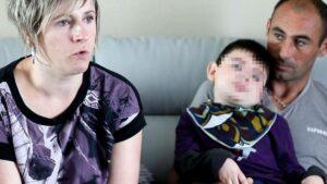 Niño fallece tras intoxicarse por comer una hamburguesa contaminada