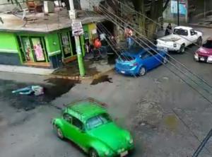 Ladrón arrastra con un auto a una mujer para robarle su celular en Xochimilco