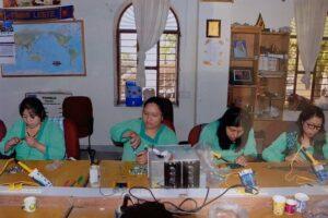Grupo de mujeres indígenas de Chiapas se gradúan de ingenieras solares en la India