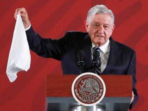 """""""Ya puedo sacar mi pañuelo blanco, ya no hay corrupción ni impunidad tolerada"""": AMLO"""