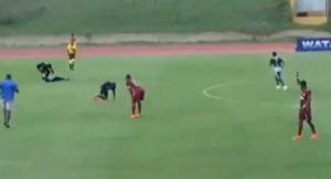 Rayo cae durante partido de futbol y alcanza a dos jugadores