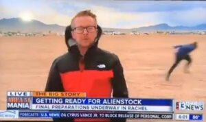 """Decenas de personas llegan al Área 51 para """"salvar extraterrestres"""""""